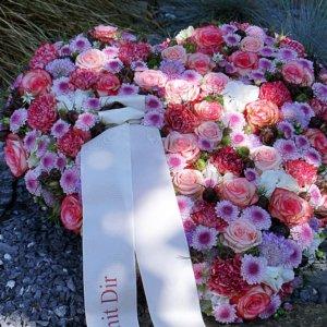 Blütenherz zur Beerdigung SILBERKNOSPE
