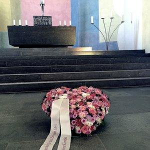 Blumenherz für Beerdigung SILBERKNOSPE