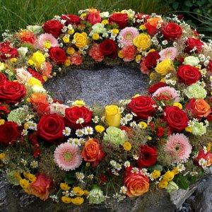 Blumenkranz für Beerdigung SILBERKNOSPE