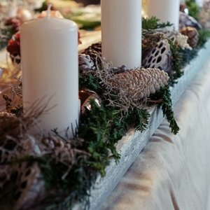 Adventsgesteck in weiss SILBERKNOSPE